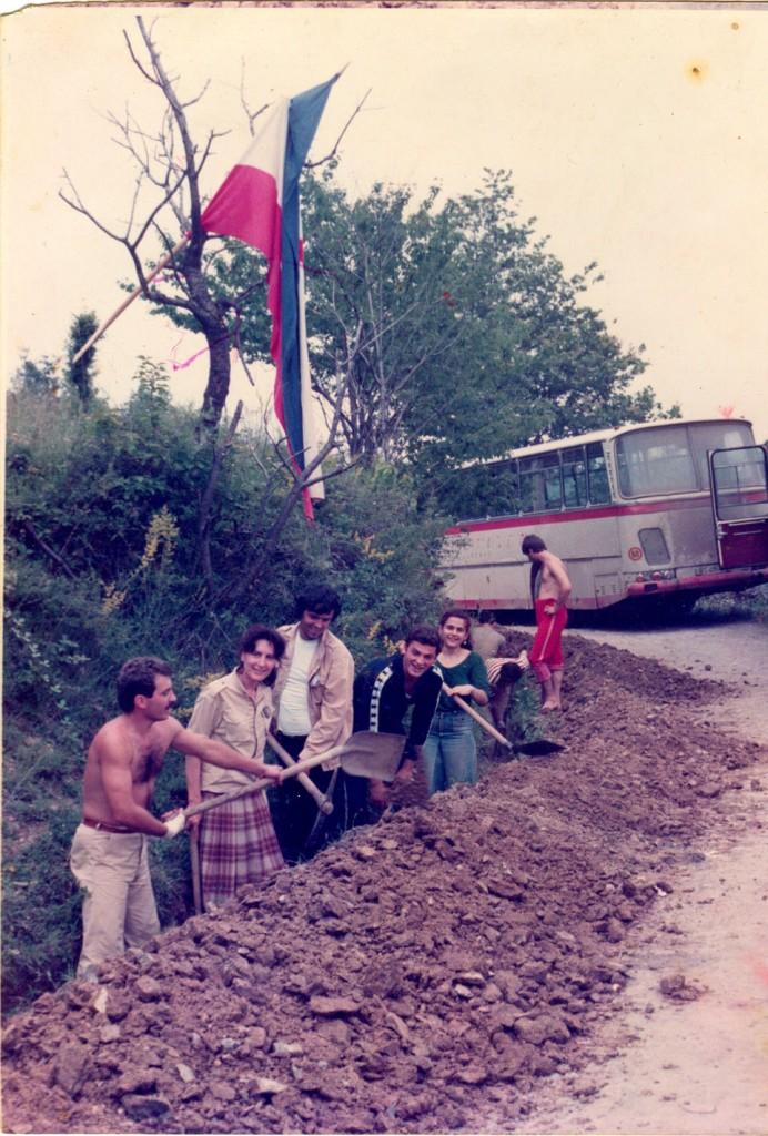Радна бригада - извођење радова на водоводу 1982
