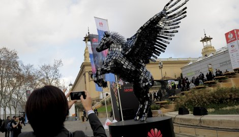 Скулптура од мобилних телефона