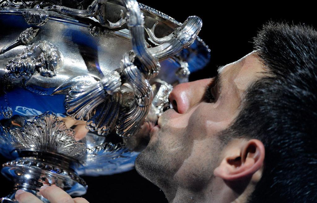 Ђоковић са трофејом
